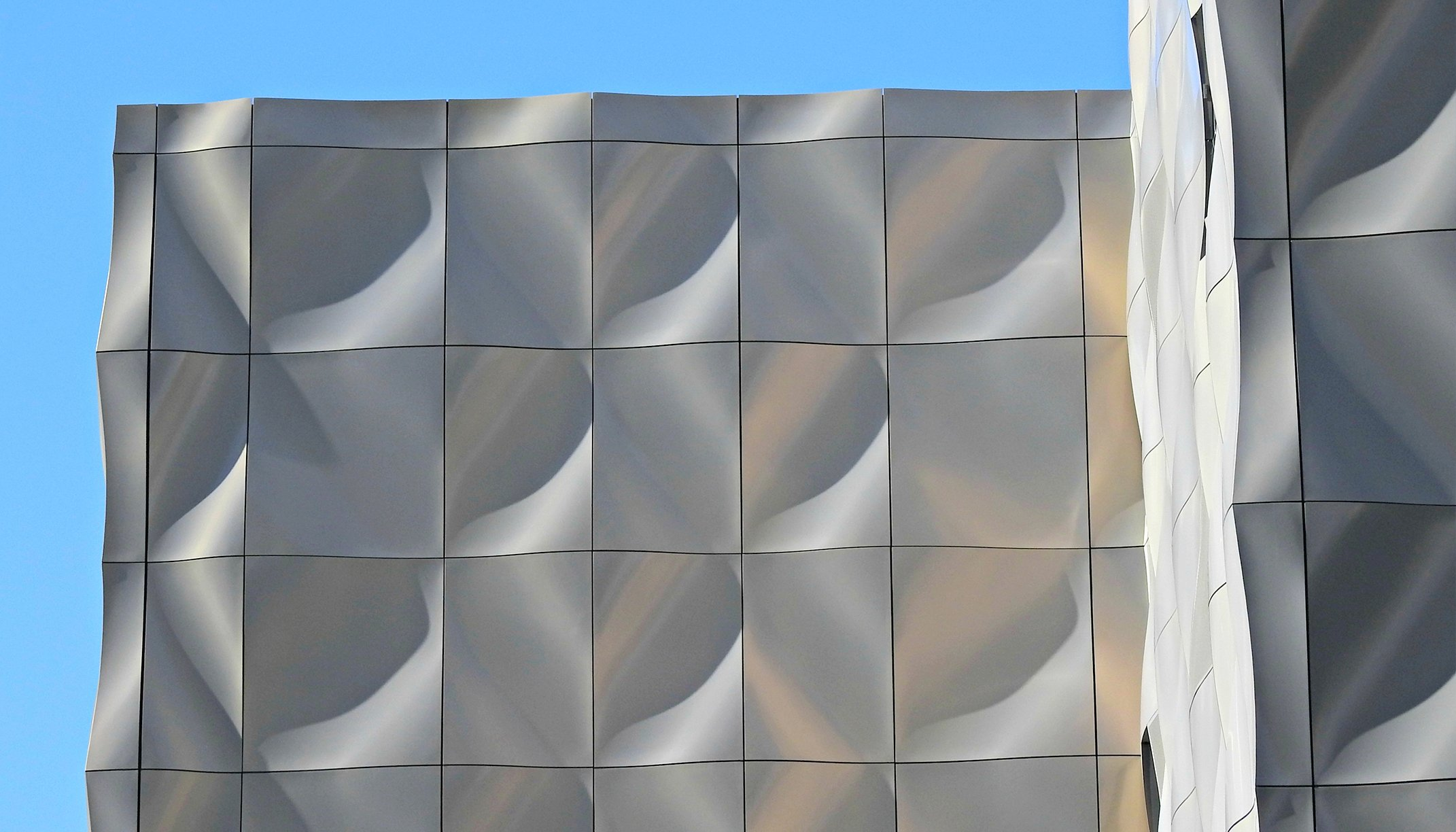 """Heron Quay Pavilion""; back ventilated rainscreen facade by POHL"