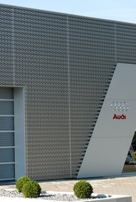 "Square view ""Audizentrum""; unobtrusive ventilated aluminum facade"